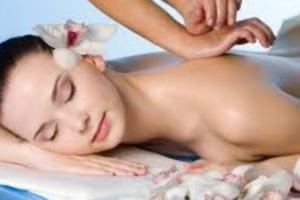 <b>Spa Day INNAMORATI delle TERME</b> massaggi Ayurveda Linfodrenante Decontratturante <b>€ 99</b>