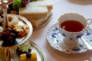 <b>Spa Day - PISCINE  PRANZO o CENA</b> massaggio per LEI e LUI + <b>Afternoon Tea Spa Experience € 85</b>